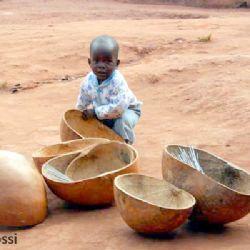 bimbo in villaggio di Kampala
