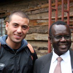 Nicolò con Dan Ogutu allo slum di Mathare - reportage Kenya