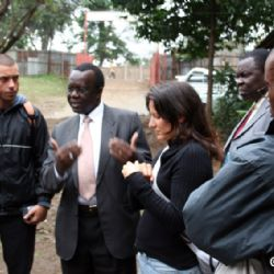 con Dan Ogutu allo slum di Mathare - reportage Kenya
