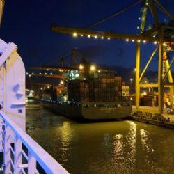 attracco porto di Livorno della Zeus Palace