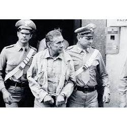 Enzo Tortora al momento del'arresto
