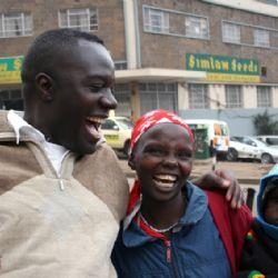 Alex con amici a Nairobi