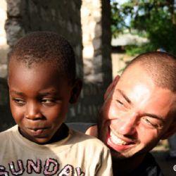 Nicolò con bimbo di Muyeye