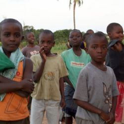 bambini all'orfanotrofio di Malindi