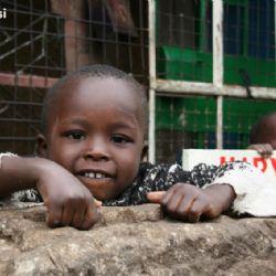 bambini allo slum di Kariobangi - Nairobi