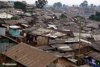 Per le strade di Kibera