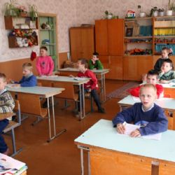 sui banchi di scuola dell'orfanotrofio